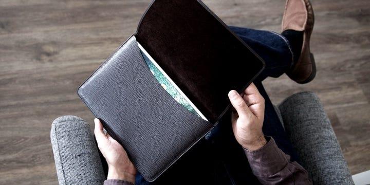 Funda con lengüeta para iPad - Natureles  - Piel Liso